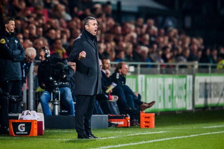 Twente-coach René Hake is 'content' over het spel van zijn ploeg. Beeld anp
