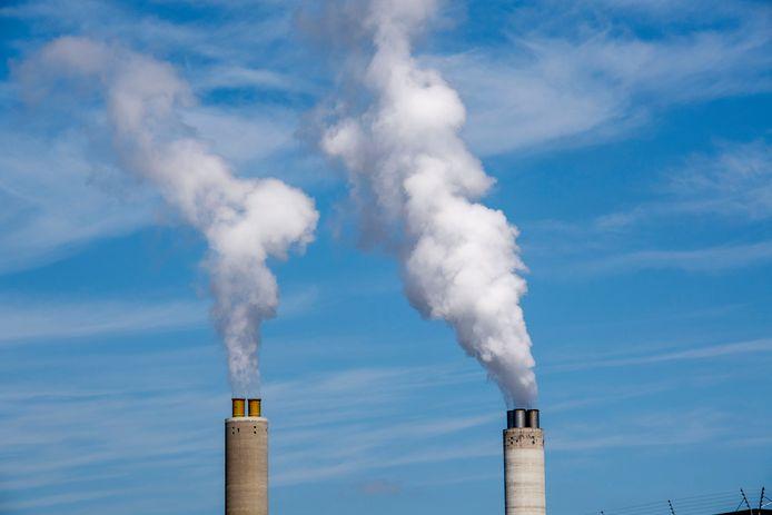 CO2 uitstoot uit een schoorsteen