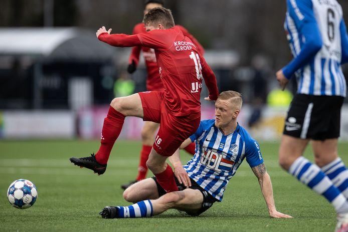 Valentino Vermeulen in actie tegen Almere City (1-3 verlies)