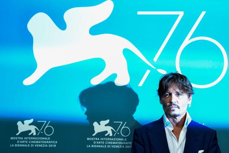 Johnny Depp tijdens een fotoshoot voor Waiting for the Barbarians. De film doet mee aan de competitie van het 76ste Venetië Filmfestival. Beeld AFP/Alberto Pizzoli