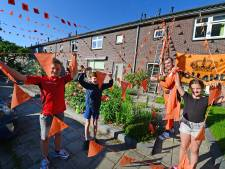 Dankzij Iwan uit Alkmaar kleurt Spanbeddestraat in Haaksbergen nu oranje