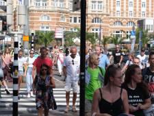 Viruswaarheid demonstreert 's ochtends in Scheveningen, nu aangekomen op het Malieveld