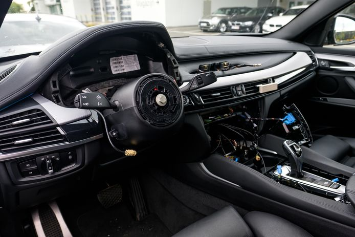 De bende sloeg onder meer toe in BMW's. (illustratiebeeld)