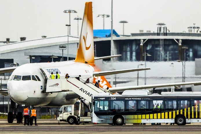 Gistermiddag landde op luchthaven Schiphol de allerlaatste vlucht met evacués uit Afghanistan.