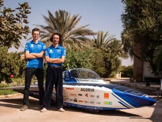 """Bruggelingen Gilles (24) en Joren (21) rijden straks 2.500 kilometer door de Sahara-woestijn met 'zonnewagen': """"Unieke en onvergetelijke ervaring"""""""