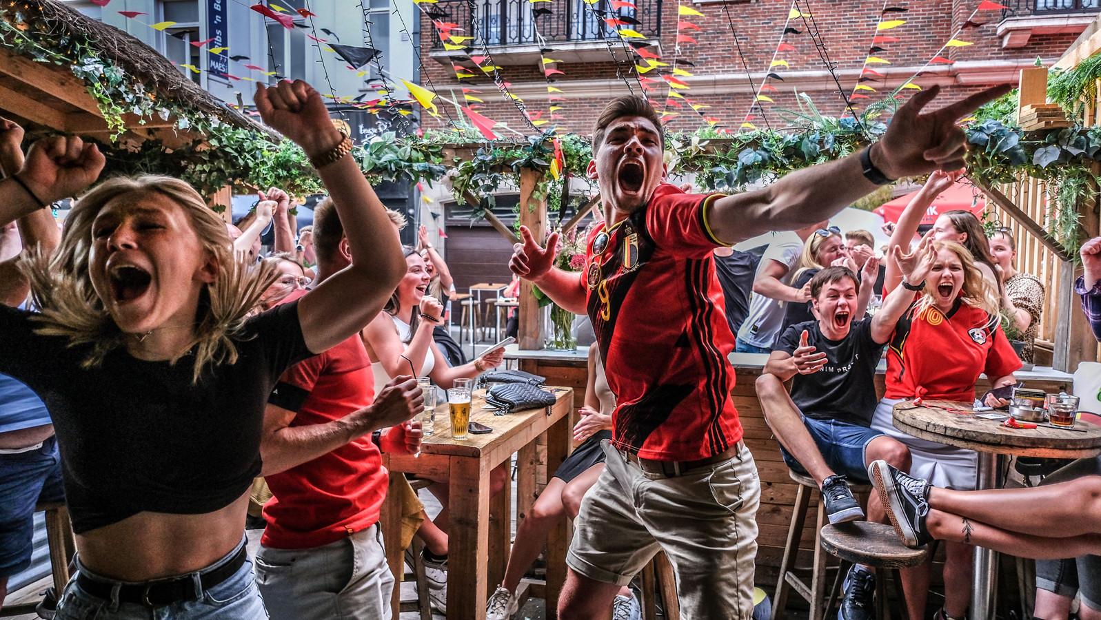Thorgan Hazard maakt de 1-1 na een heerlijke assist van Kevin De Bruyne! 't Straatje gaat uit zijn dak!