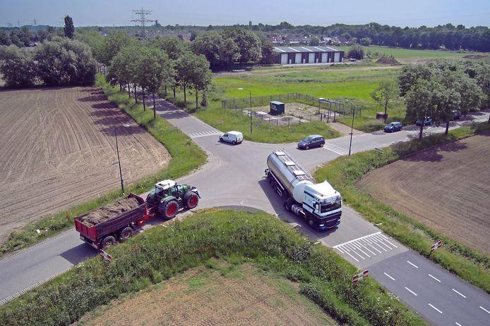 De kruising Gewandeweg (linksachter-rechtsvoor) en Huizenbeemdweg (linksvoor-rechtsachter).