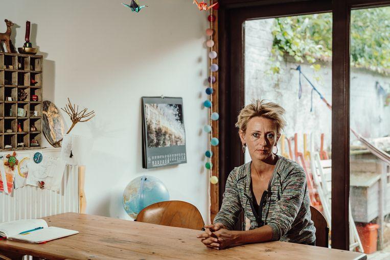 Stefanie Cottenier: 'We werden één front tegen mijn vader. Wij waren het die onze moeder hebben aangepord: wanneer ga je nu eindelijk scheiden van die man?' Beeld Illias Teirlinck
