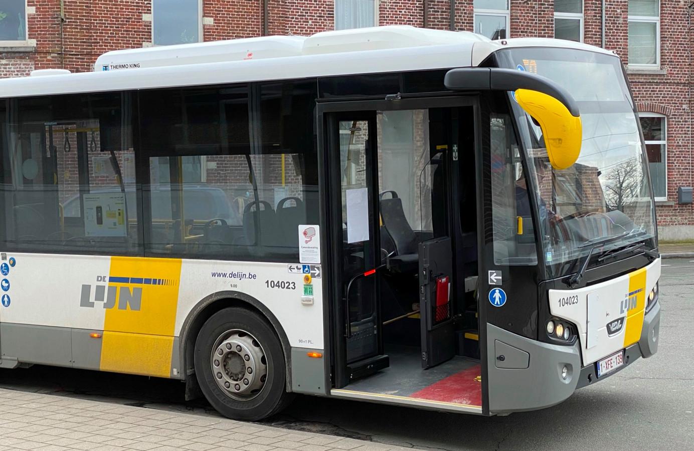 De Lijn schrapt volgend jaar bus 348. Een andere lijn zal de ritten van Tienen naar Landen overnemen.