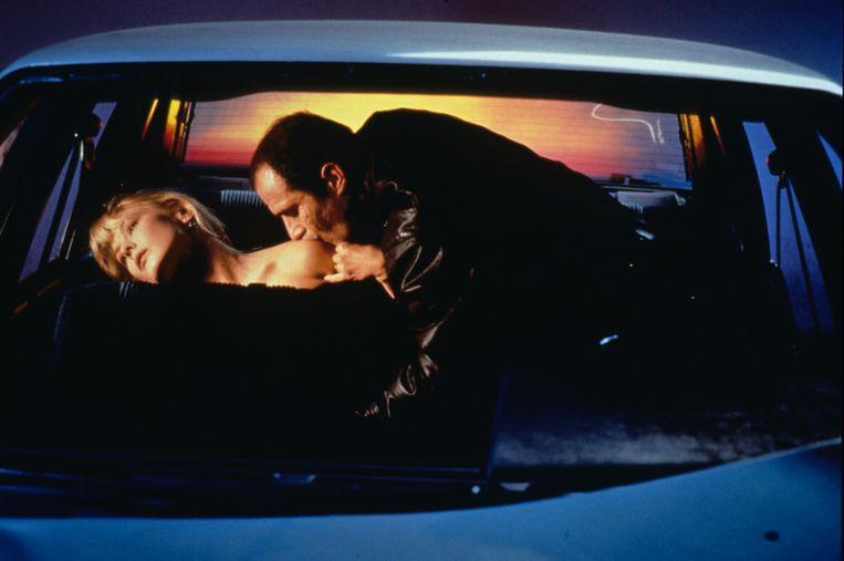 Deborah Kara Unger en Elias Koteas in 'Crash'.  Beeld