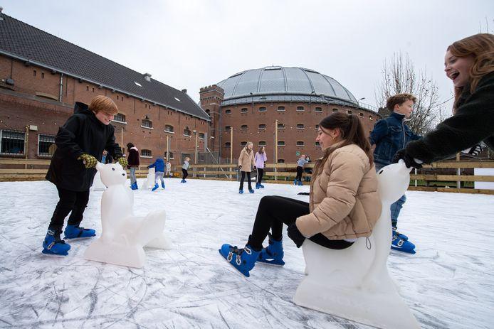 Breda - Pix4Profs/René Schotanus. Schaatsen op de ijsbaan op het terrein van. De Koepel In Breda.