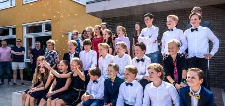 Groep 8 van De Troubadour neemt  in tweede instantie alsnog in vol ornaat afscheid van school