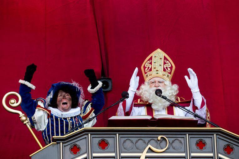 De intocht van Sinterklaas en zijn roetpiet vorig jaar in Antwerpen. Beeld Belga