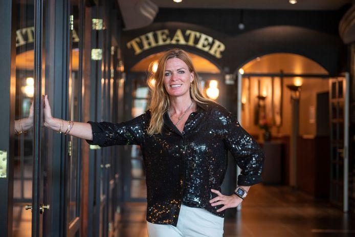 Theaterhotel-directeur Esther Hammink staat trappelen. Na een corona-dip van anderhalf jaar presenteert het Almelose theater  100 voorstellingen.
