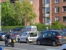 Kettingbotsing met vier auto's zorgt voor lange file op Zuidelijke Rondweg in Breda