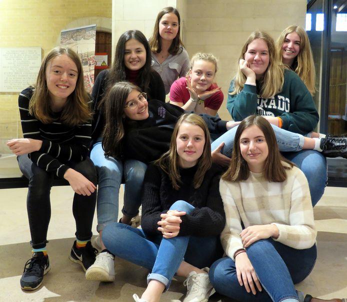 Het Voorlopig Bewind bestaat uit Nikita, Sarah, Nina, Manon, Justine, Edita, Diethe, Marthe en Salomé.