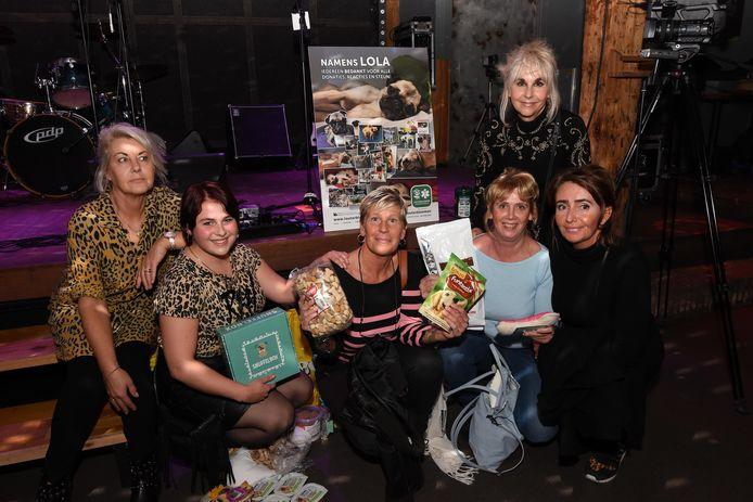 Diana, Melanie en hun vriendinnen brachten van alles mee voor Lola.