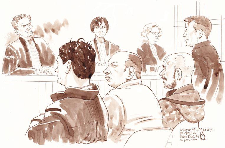 Rechtbanktekening met (v.l.n.r.) advocaat Jan-Hein Kuipers, Mark M., Mark (Marcus) S. en diens advocaat Marcel Heuvelmans in de rechtszaak tegen Mark M. uit Weert. Beeld Nederlandse Freelancers