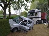 Vrachtwagen en auto botsen in Huissen
