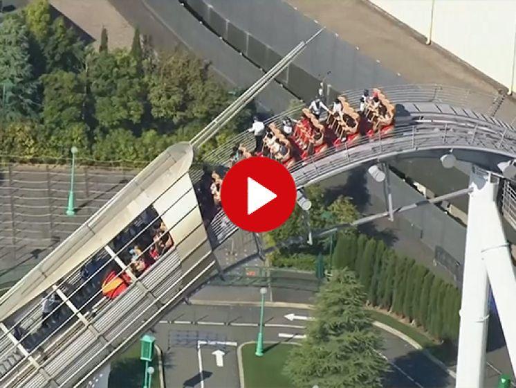 Video van de Dag | Achtbaan blijft hangen op hoogste punt. 'Hier uitstappen!'