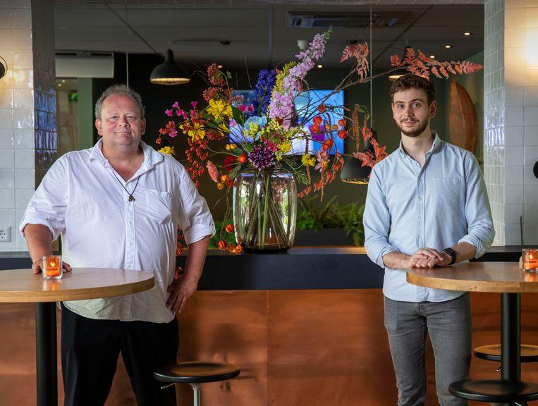 De nieuwe FNV-bestuurders Bart Plaatje (links) en Bas van Weegberg. Beeld Werry Crone