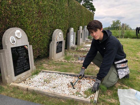 Kaylen wil dat de graven er piekfijn bijliggen.