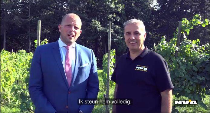 Francken samen met Melikan Kucam in een ondertussen verwijderd campagnefilmpje kop Kucams Facebookpagina.
