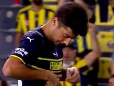 """Le grand moment de solitude d'un joueur de Fenerbahçe, """"piégé"""" par le nouveau maillot du club"""