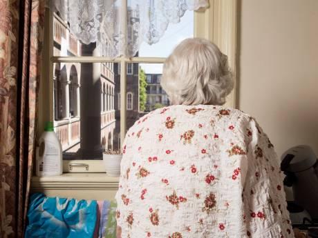 50Plus bezorgd over gevolgen folderban voor eenzame ouderen: 'Loopje naar brievenbus is toch fijn'