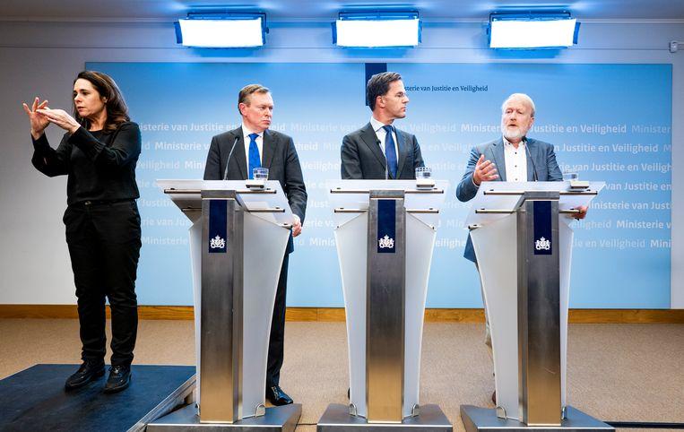 Minister Bruno Bruins voor Medische Zorg (VVD), Premier Mark Rutte en RIVM-directeur Jaap van Dissel tijdens een persconferentie over corona.  Beeld Freek van den Bergh / de Volkskrant