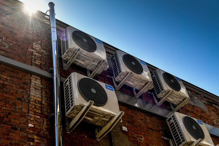 Airco-installaties in volle zomer (archieffoto).