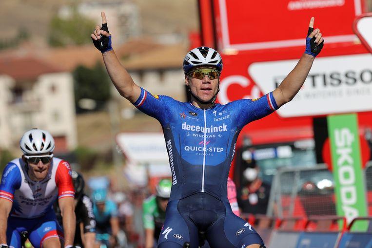 Fabio Jakobsen na zijn overwinning in de etappe van El Bugo de Osma naar Molina de Aragón. Beeld EPA