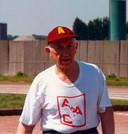 Atletiekcoach Bert Roelants, met shirtje verwijzend naar AAC: vooral bij Antwerp vierde hij talloze successen met zijn atleten.