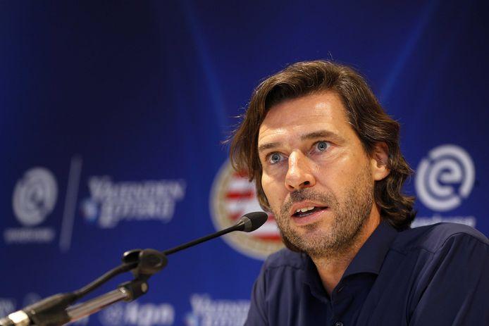 De ogen zijn bij PSV de komende maanden gericht op technisch manager John de Jong.