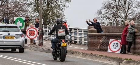 Deventerse motorrijders krijgen steun van Noord-Hollandse motormuizen: ride-out van 50 fanaten naar Deventer