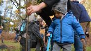 Jonge ouders en hun ukjes planten geboortebos zondag verder aan