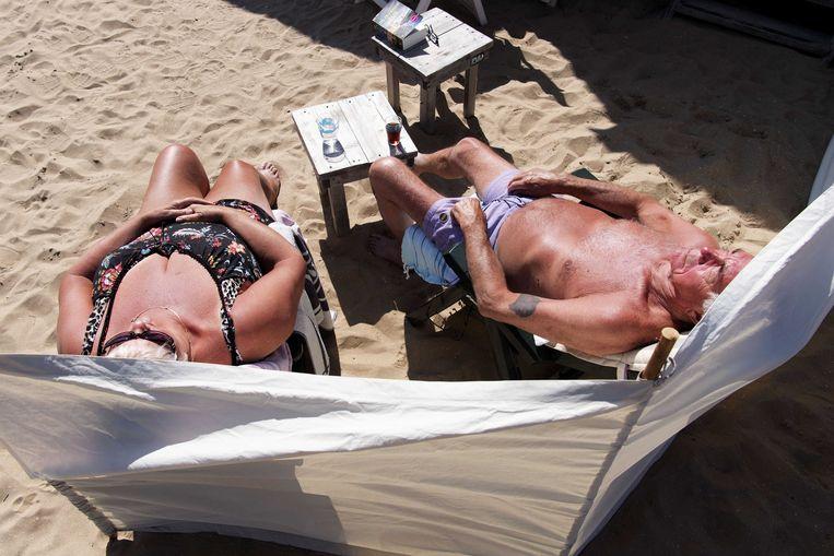 In het buitenland gaan bakken op het strand vraagt ook deze zomer nog wat extra planwerk. Beeld ANP