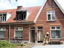 Huizen onbewoonbaar door woningbrand in Almelo, persoon naar ziekenhuis