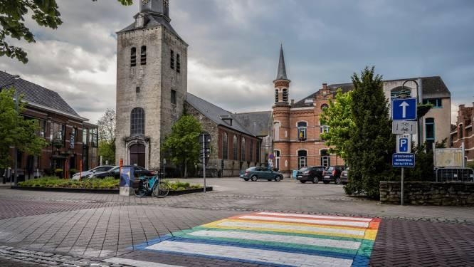 """Regenboogzebrapad in Kerkstraat: """"Iedereen mag zich welkom voelen in bosgemeente"""""""