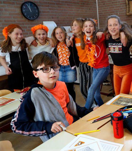 Alternatieve Koningsspelen in Tolkamer: dansen in de klas en workout van Rico Verhoeven