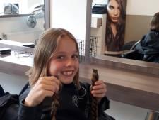 Indy (9) geeft haar haren weg, voor een pruik