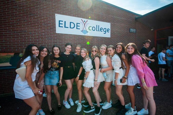 Huldiging van leerlingen van het Elde College in Schijndel die zijn geslaagd voor hun eindexamen