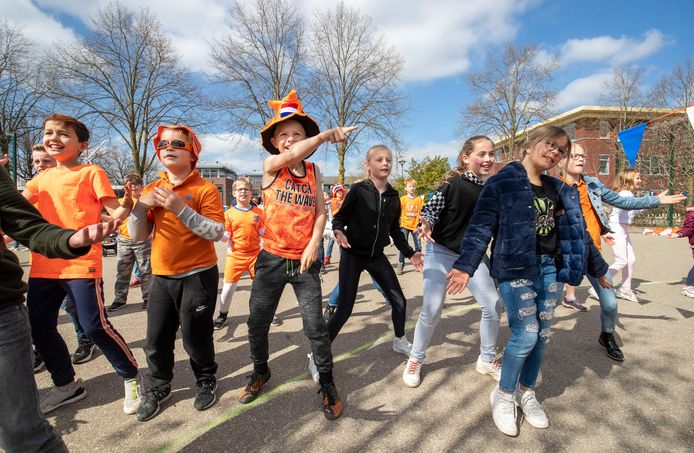 Een feestje en een dansje op de jaarlijkse Koningsspelen in Bennekom.