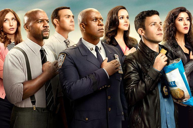 De kleurrijke figuren van 'Brooklyn Nine-Nine', met commandant Raymond Holt (centraal). Beeld NBC