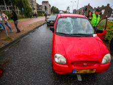 Fietsster geschept door auto in Helmond