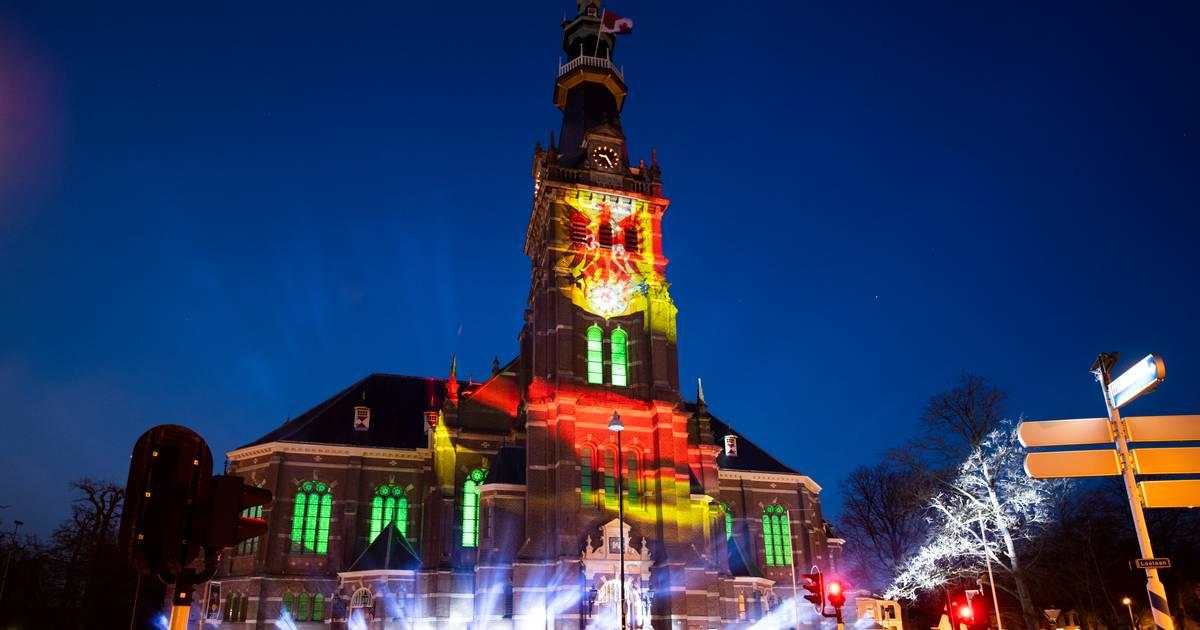 Speciale lichtshow op Grote Kerk in Apeldoorn om 76 jaar vrijheid te vieren