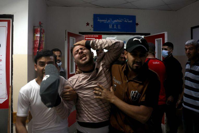 Palestinesi in un ospedale nella Striscia di Gaza.  Foto AFP