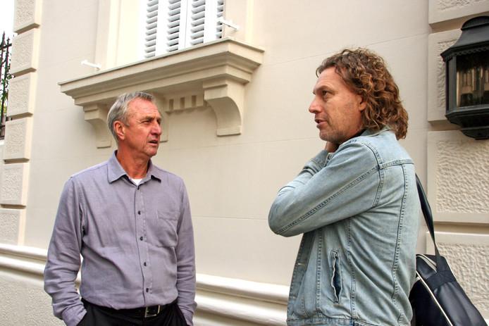 Johan Cruijff met verslaggever Edwin Winkels.