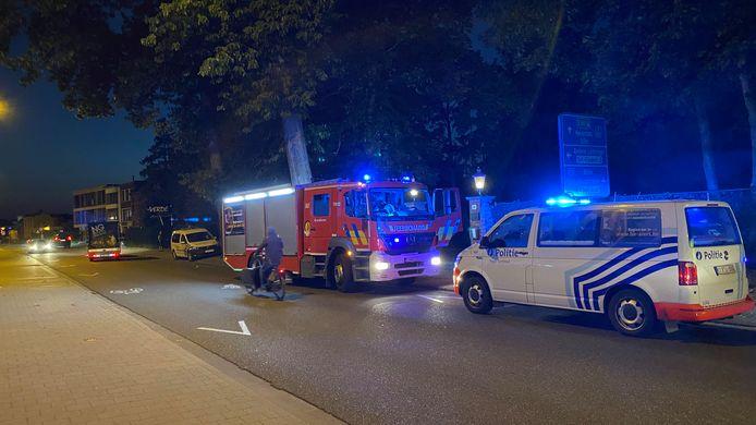Politie en brandweer bij de woning aan de Steenweg op Gierle waar in 2020 brand werd gesticht.