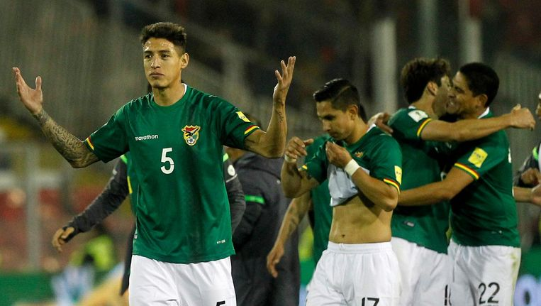Nelson Cabrera (links) in het shirt van Bolivia.
